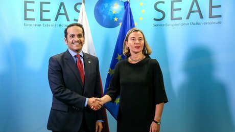 وزير الخارجية القطري، محمد بن عبد الرحمن آل ثاني، ومفوضة السياسة الخارجية في الاتحاد الأوروبي، فيديريكا موغيريني، خلال مؤتمر بروكسل