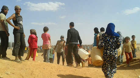لاحئون سوريون في مخيم الركبان