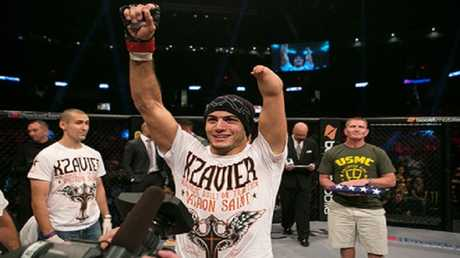 """مقاتل بيد واحدة يحصل على فرصة لتوقيع عقد مع """"UFC"""" (فيديو)"""