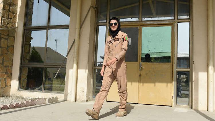 الولايات المتحدة تمنح اللجوء لأول طيارة أفغانية