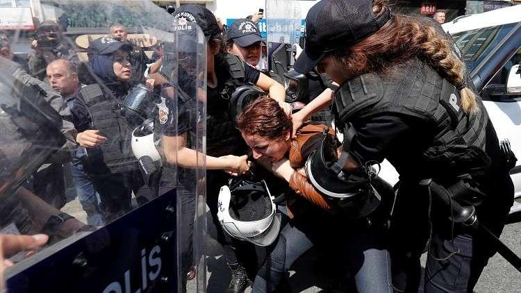 اعتقال أكثر من 80 شخصا في إسطنبول خلال