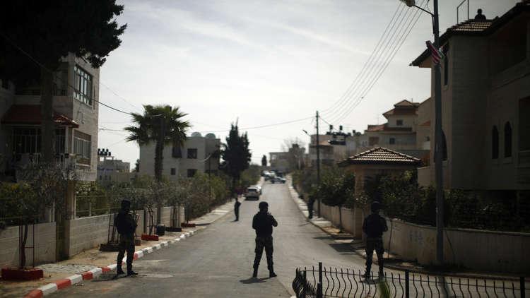إسرائيل تسلم السلطة الفلسطينية قطاع كهرباء الضفة الغربية بصفقة مالية