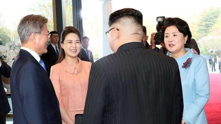كيم جونغ أون يدفع مصورا بعيدا عن زوجته!