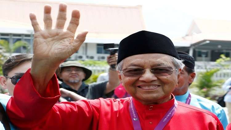 السلطات الماليزية تحقق مع مهاتير محمد