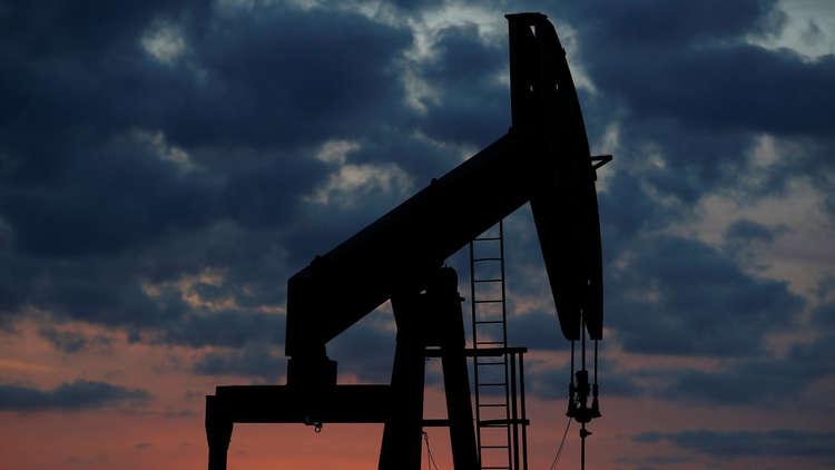 النفط ينخفض مع زيادة الإنتاج الأمريكي