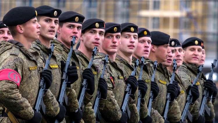 الكرملين يوضح سبب تراجع الإنفاق العسكري في البلاد