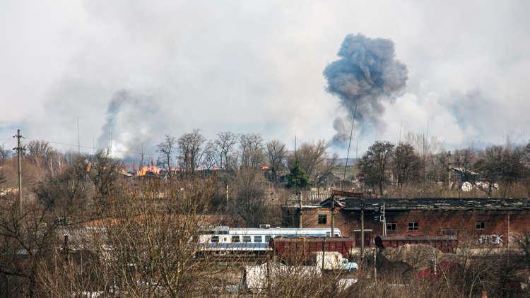 حريق في مستودع للذخيرة في أوكرانيا (فيديو)