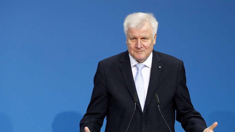 ألمانيا تعتزم وقف منح أموال للاجئين ملزمين بالرحيل