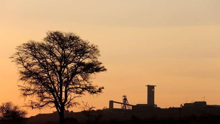 جنوب إفريقيا.. 13 عاملا  عالقون تحت الأرض بعد انهيار منجم ذهب