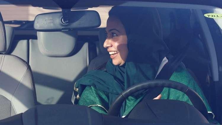 مسؤول سعودي: للمرأة الحق في قيادة سيارات الأجرة بالمملكة