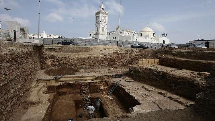 تفكيك شبكة تتاجر بالمخطوطات التاريخية في الجزائر