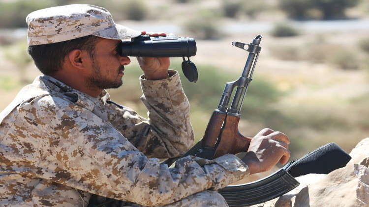 قوات يمنية بمساندة إماراتية تسيطر على مواقع استراتيجية شرقي البلاد وغربها
