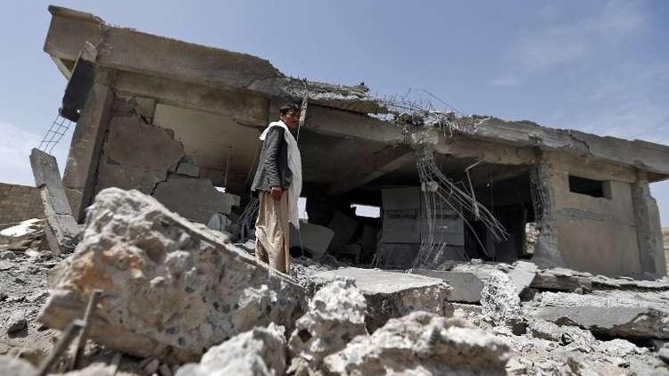 طيران التحالف العربي يستهدف بغارتين مقري وزارتي الدفاع والداخلية في صنعاء