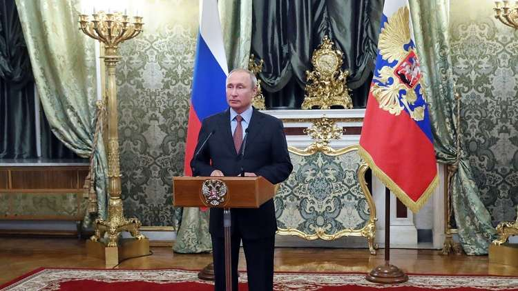 الرئيس الروسي فلاديمير بوتين خلال اجتماع مع أعضاء الحكومة في قصر الكرملين 6 مايو 2018