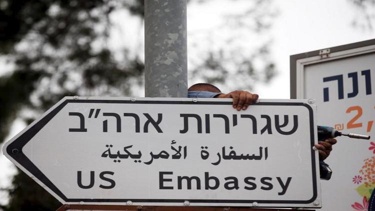 شاهد.. لافتات السفارة الأمريكية في القدس قبل أسبوع من افتتاحها!