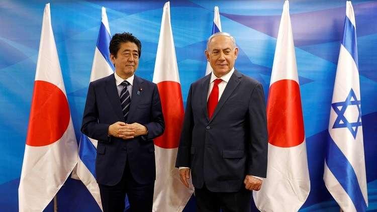 نتنياهو يقدم وليمة لرئيس وزراء اليابان بالأحذية (فيديو + صور)