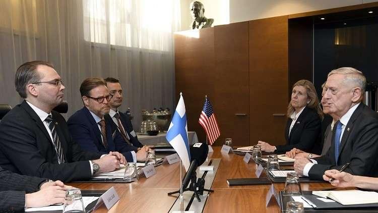 فنلندا والسويد تعتزمان تعزيز التعاون مع الولايات المتحدة في مجال الدفاع