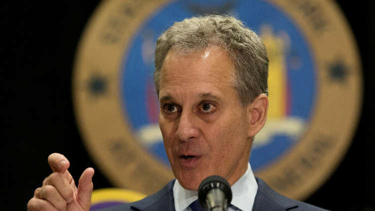 استقالة المدعي العام لولاية نيويورك بعد اتهامه بتعنيف زميلاته جسديا