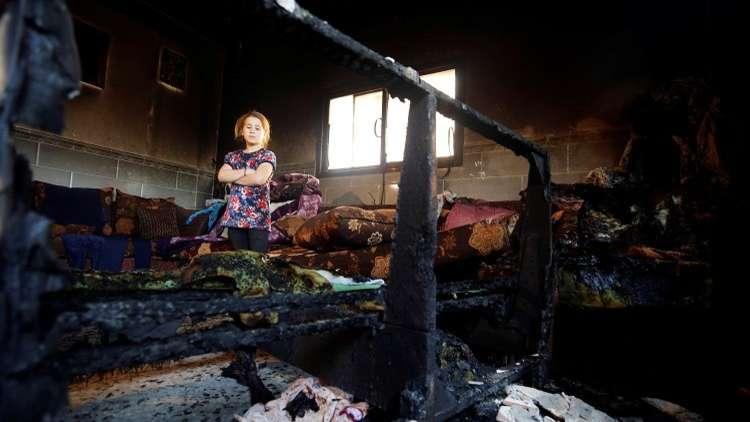 نجاة عائلة فلسطينية بعد إحراق منزلها في دوما جنوبي نابلس
