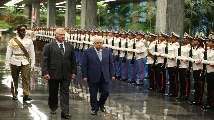 عباس يمنح الأخوين كاسترو قلادة فلسطين الكبرى
