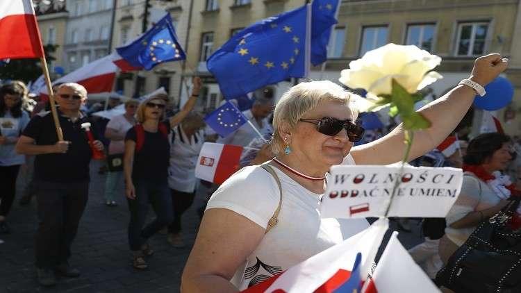 معارضون بولنديون يحتشدون وسط وارسو  دفاعا عن