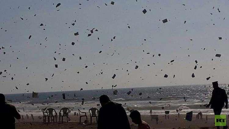 إسرائيل تلقي آلاف المنشورات على قطاع غزة