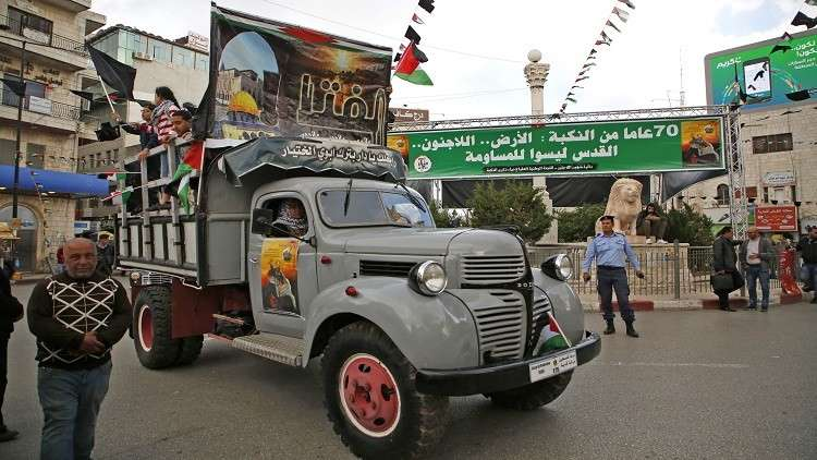الفلسطينيون يتظاهرون بشاحنات نقلت أجدادهم في النكبة على أمل العودة بها إلى ديارهم