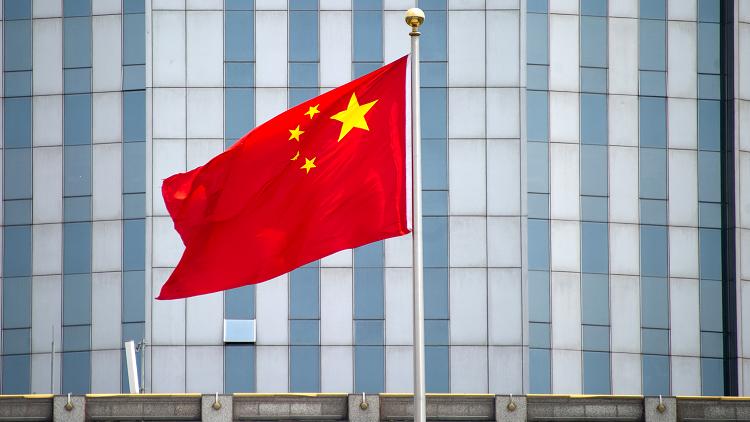 انطلاق أول حاملة طائرات صينية محلية الصنع (فيديو)