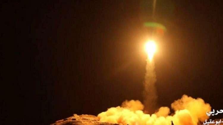 الحوثيون يطلقون صاروخا باليستيا على قاعدة الملك فيصل في جازان