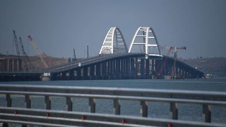بوتين يدشن جسر القرم ويتم ربط الجزيرة بروسيا برا