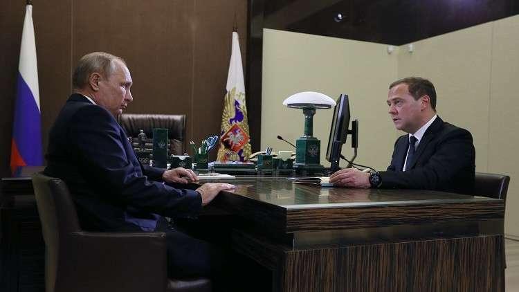 بوتين يوقع مرسوما حول هيكل الحكومة الجديدة بعد بحثه مع مدفيديف