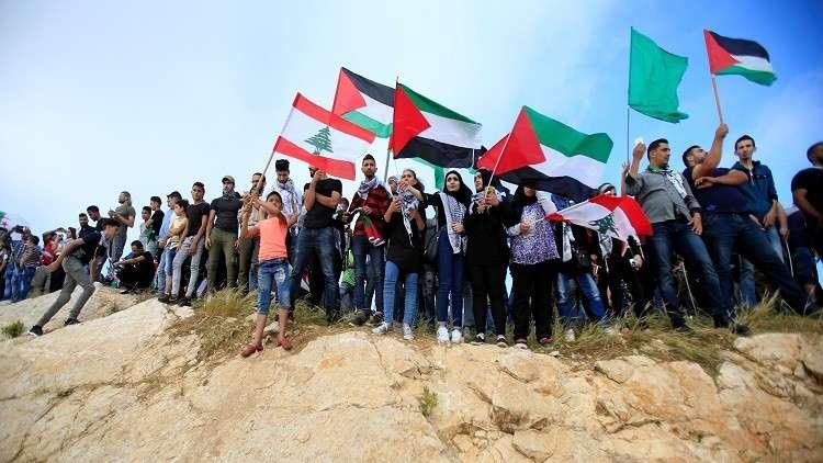 مئات الفلسطينيين يتظاهرون قرب حدود لبنان مع إسرائيل