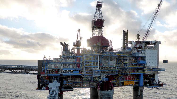 مخاوف على الطلب مع اقتراب النفط من 80 دولارا