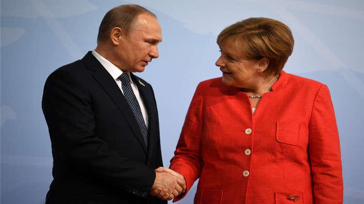 بوتين يبحث مع ميركل في سوتشي أزمة سوريا والاتفاق النووي الإيراني