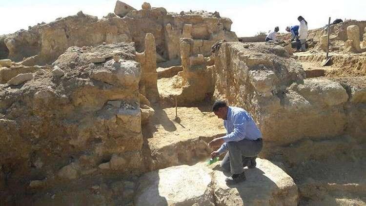 مصر.. العثور على نقوش قديمة بالقرب من معبد الآلهة حتحور