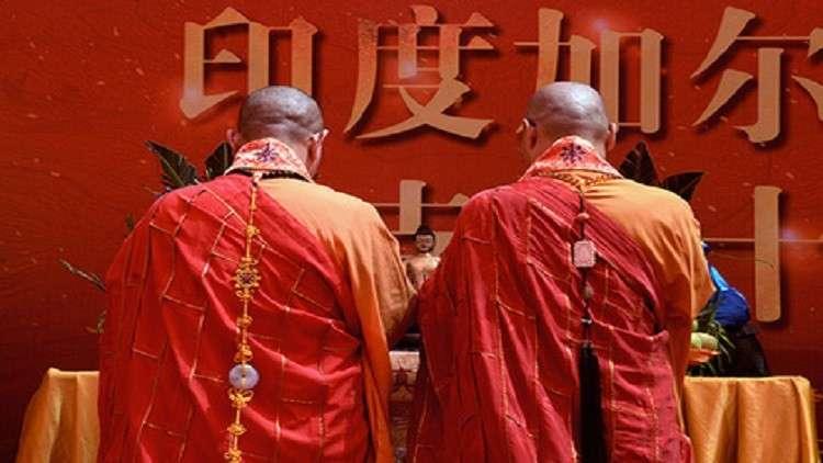 راهب بوذي يقاضي ديرا أصابه العمل فيه بالاكتئاب!