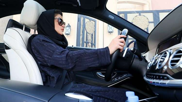 رويترز: السعودية تعتقل عدة ناشطات قبيل رفع الحظر عن قيادة النساء للسيارات
