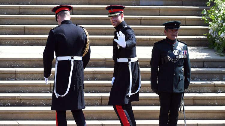 لحظة وصول الأمير هاري إلى  كنيسة سان جورج لعقد قرانه