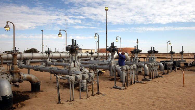 شبان ليبيون يهددون بإغلاق حقول نفطية إذا لم تستجب الدولة لمطالبهم