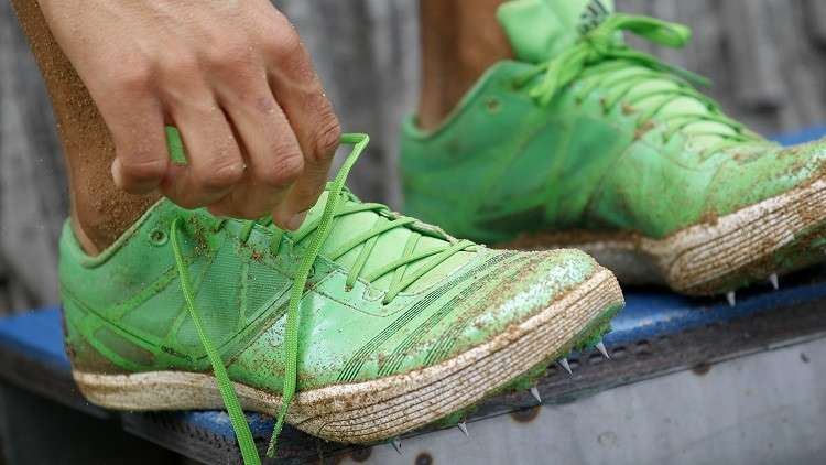 دراسة تكشف وجود علاقة بين خلع الحذاء وانخفاض الوزن!