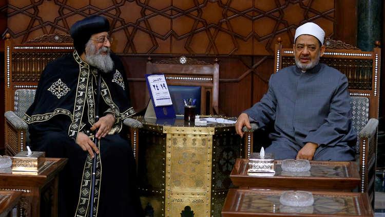 مصر تمنع ذكر اسم شيخ الأزهر وبابا الإسكندرية دون