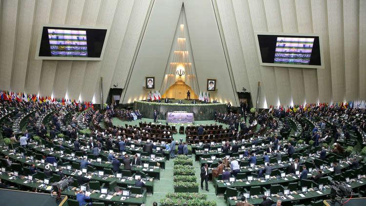 نواب إيرانيون يطالبون روحاني بمراجعة العلاقات مع الإمارات بعد تصريح قرقاش