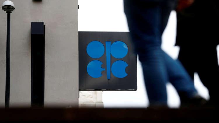 النفط ينخفض وسط زيادة محتملة لإنتاج