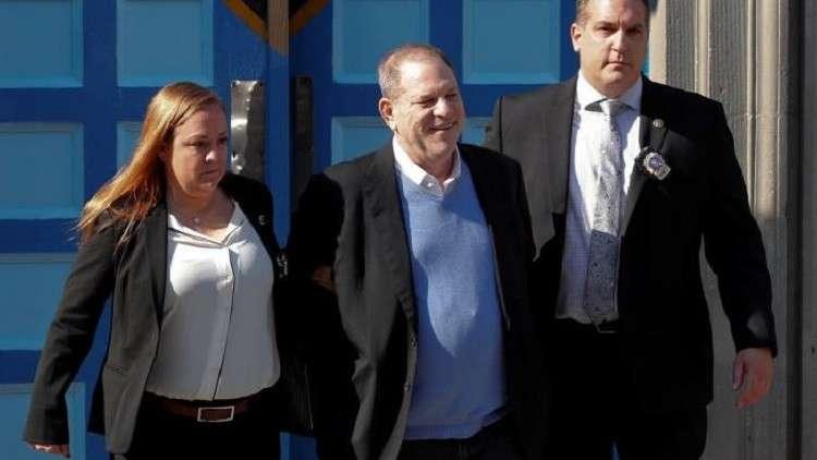 واينستين يخرج بكفالة بعد اتهامه رسميا بالاغتصاب والاعتداء الجنسي