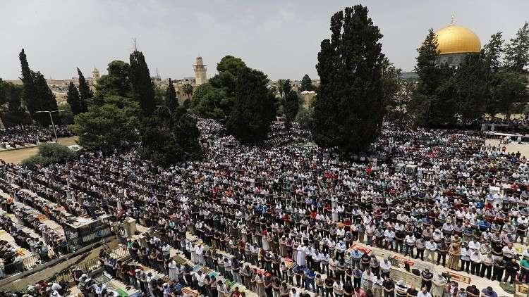 نحو 200 ألف فلسطيني أدوا صلاة الجمعة في الأقصى