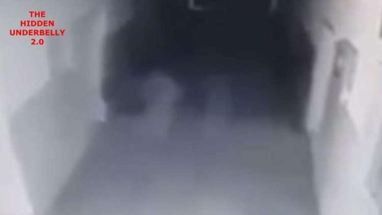 فيديو من كاميرات المراقبة يظهر أشباحا تطارد امرأة في مدينة صربية