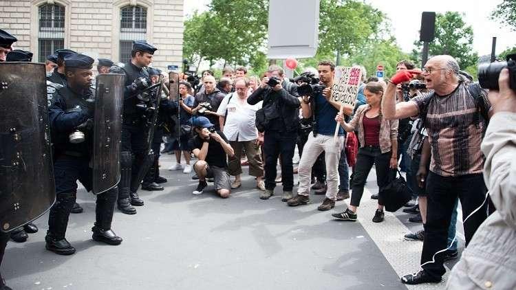 اليساريون الفرنسيون يحتجون ضد إصلاحات ماكرون