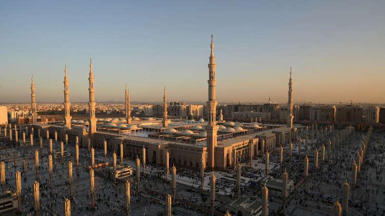 سحب نحو 400 مصحف من المسجد النبوي
