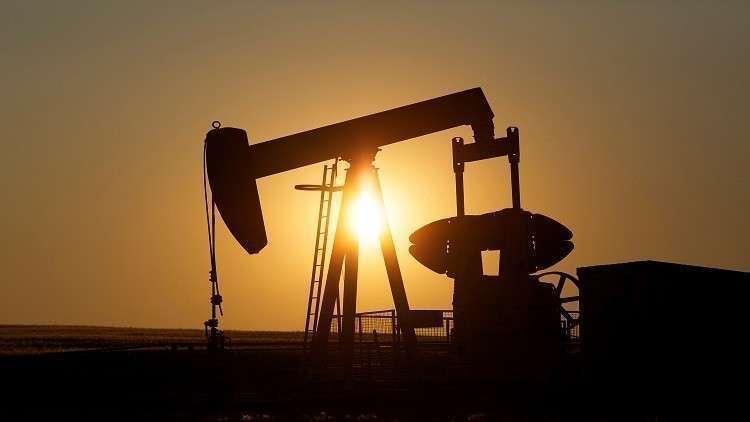 النفط ينخفض مع دراسة روسيا والسعودية زيادة الإمدادات