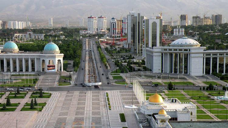 الأملاح تتساقط على رؤوس سكان العاصمة التركمانية (فيديو)